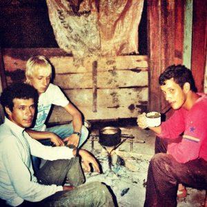 Jens Meyer-Wellmann 1984 mit Freunden Oscar Ibarra und Cachito im Süden Paraguays.